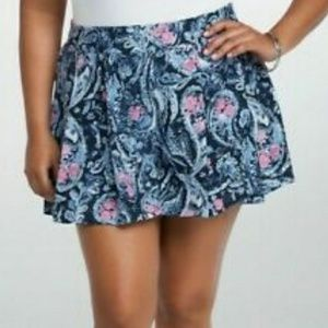 Torrid Pleated Paisley shorts boho blue Pink 1x